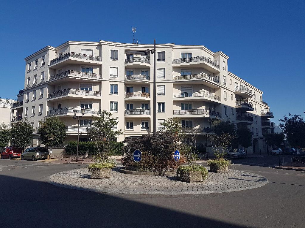 Achat Appartement 1 pièce à Le Bourget - vignette-1