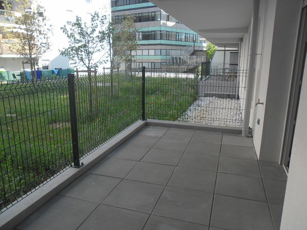 Location Appartement 3 pièces à Vaulx-en-Velin - vignette-1