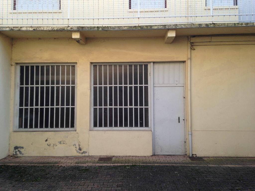 Location Entrepôt  à Villeurbanne - vignette-1