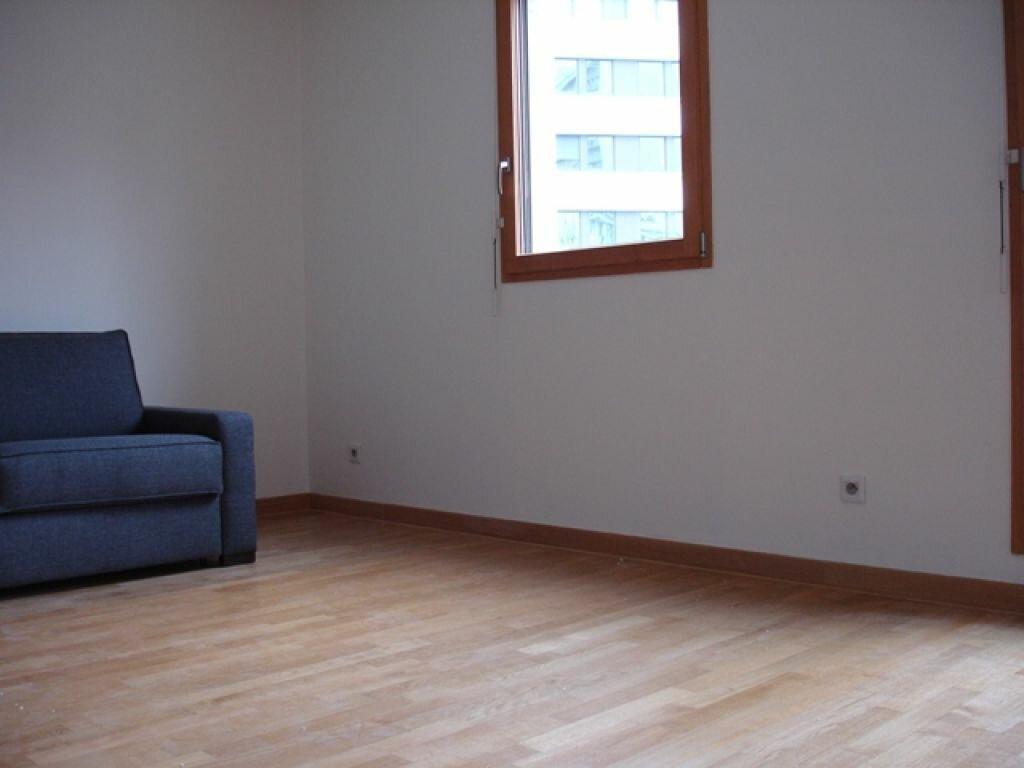 Location Appartement 1 pièce à Boulogne-Billancourt - vignette-1