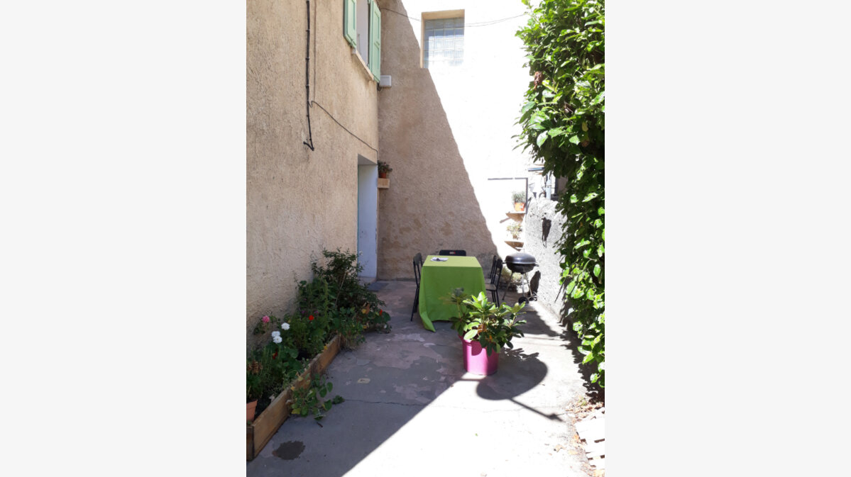 Location Maison 6 pièces à Valernes - vignette-1
