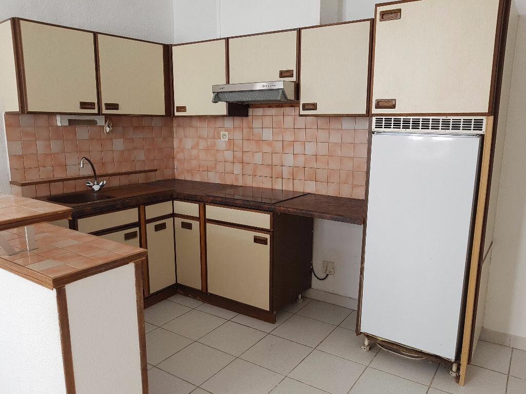 Location Appartement 2 pièces à Nîmes - vignette-2