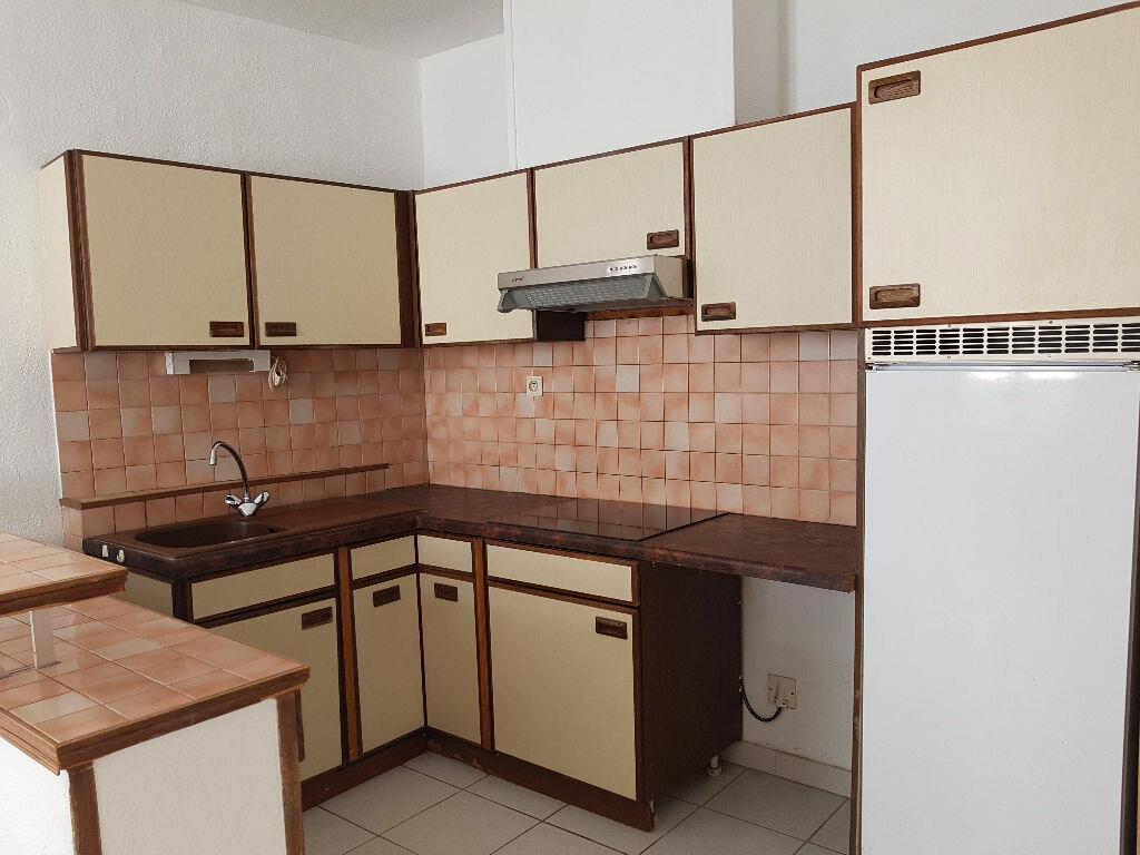 Location Appartement 2 pièces à Nîmes - vignette-3