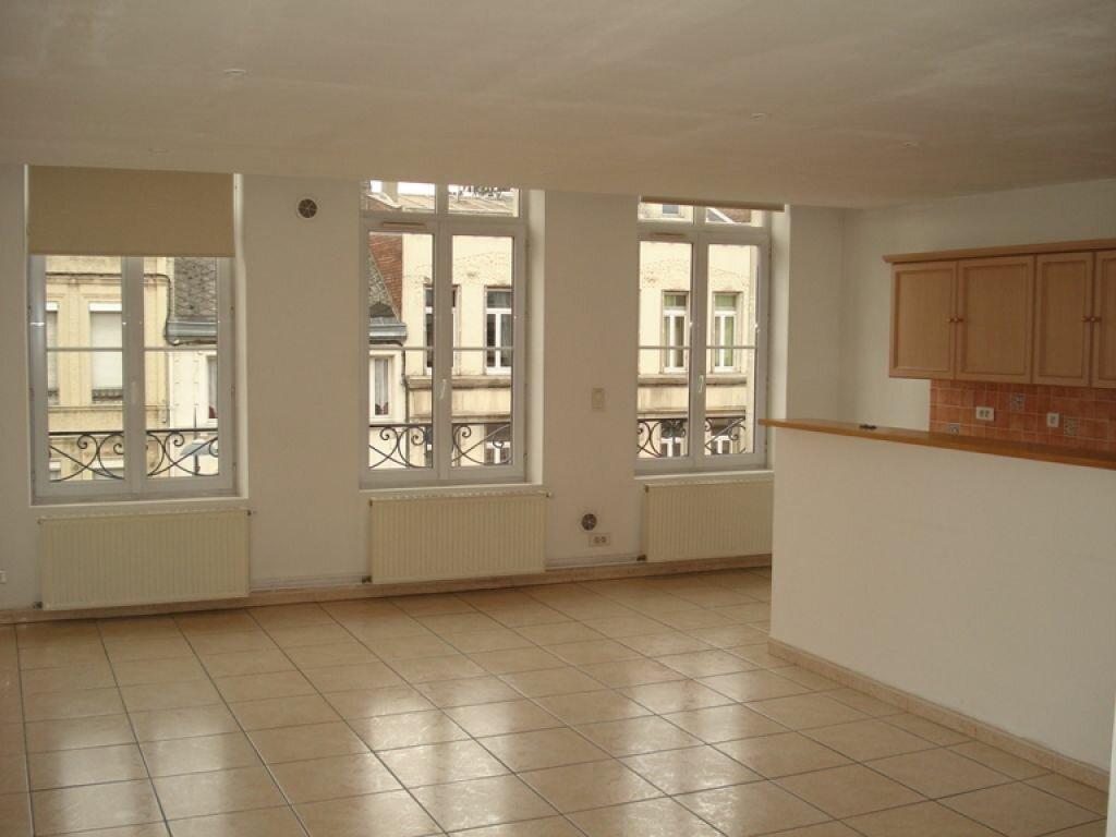Location Appartement 4 pièces à Saint-Quentin - vignette-1