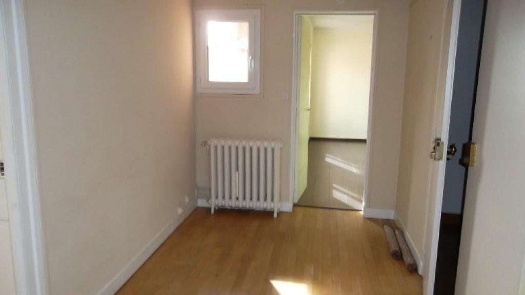 Location Appartement 4 pièces à Saint-Quentin - vignette-11