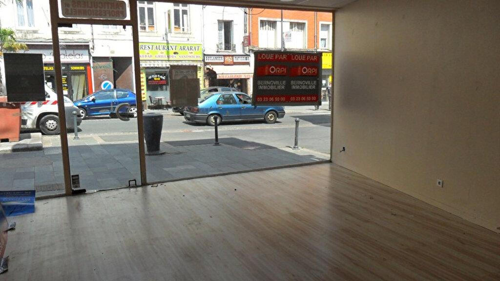 Location Local commercial  à Saint-Quentin - vignette-3