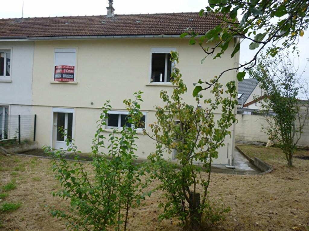 Location Maison 5 pièces à Saint-Quentin - vignette-1