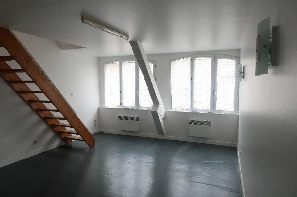 Location Appartement 3 pièces à Saint-Quentin - vignette-2
