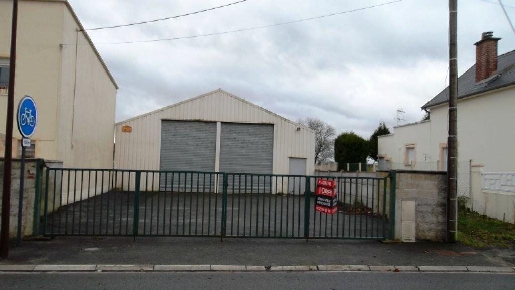 Location Entrepôt  à Neuville-Saint-Amand - vignette-1