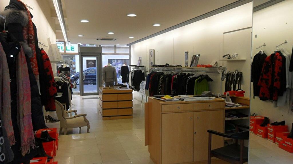 Location Local commercial  à Saint-Quentin - vignette-2
