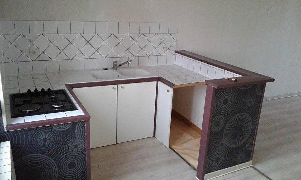 Location Maison 4 pièces à Tergnier - vignette-2