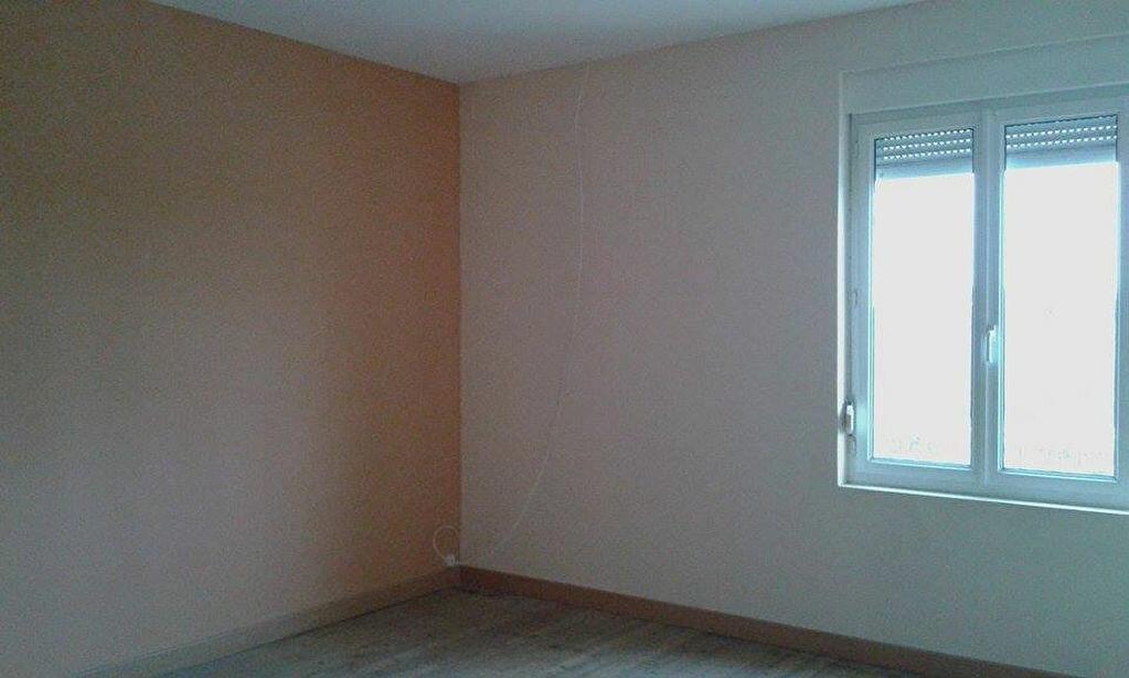 Location Maison 4 pièces à Tergnier - vignette-5