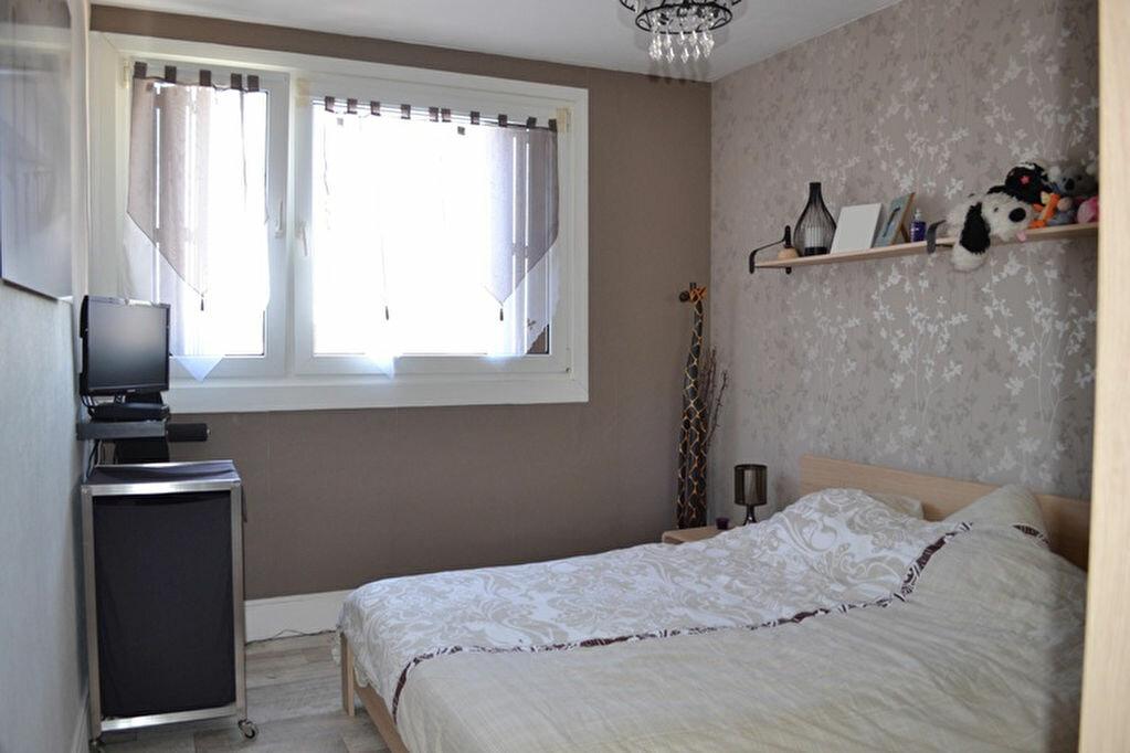 Achat Appartement 4 pièces à Saint-Quentin - vignette-3