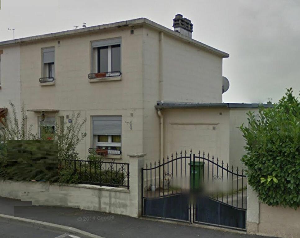Location Maison 5 pièces à Tergnier - vignette-1