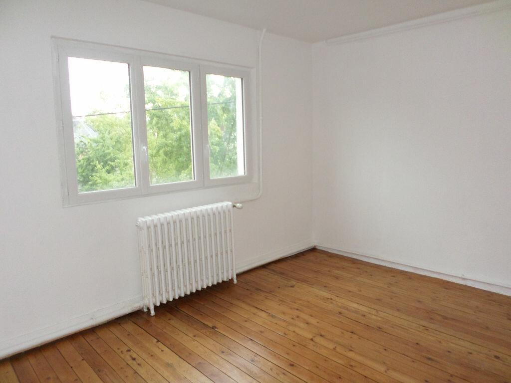 Location Appartement 4 pièces à La Fère - vignette-5