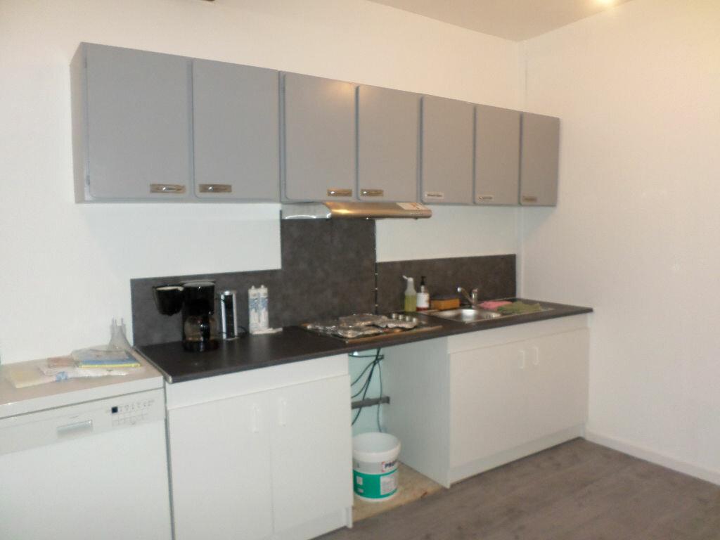 Location Appartement 4 pièces à La Fère - vignette-7