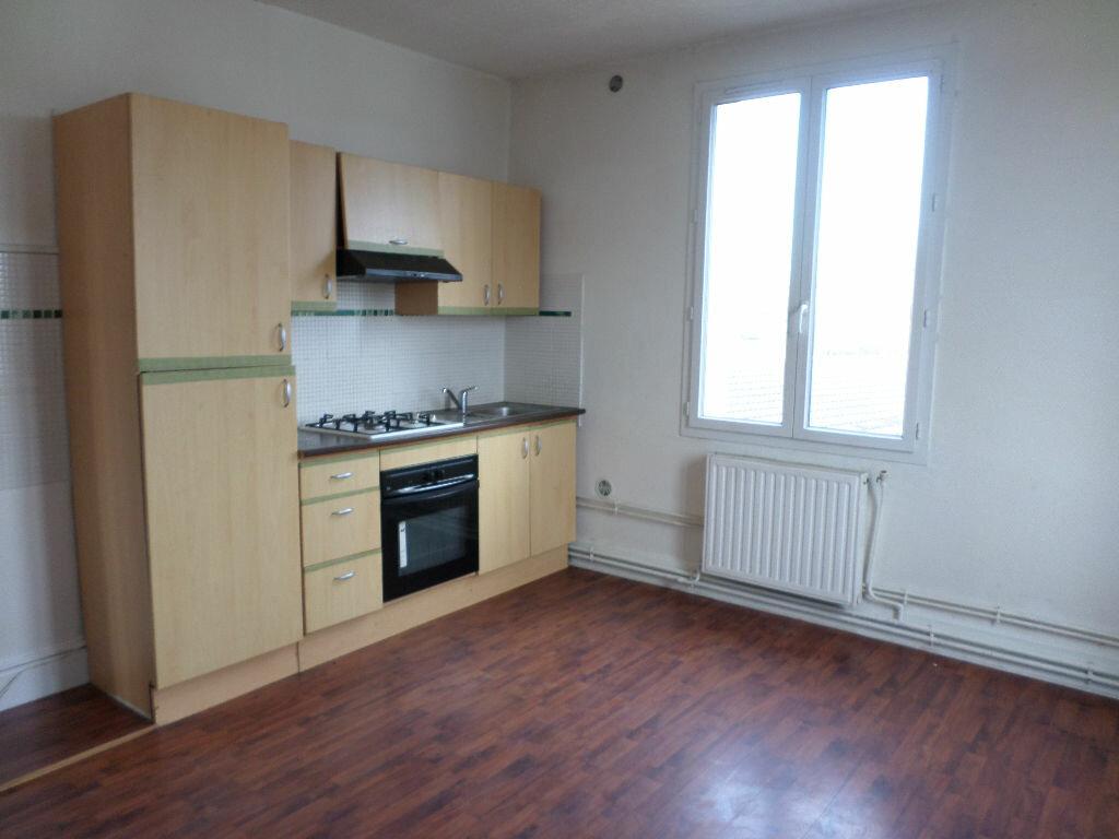 Location Appartement 4 pièces à Tergnier - vignette-1