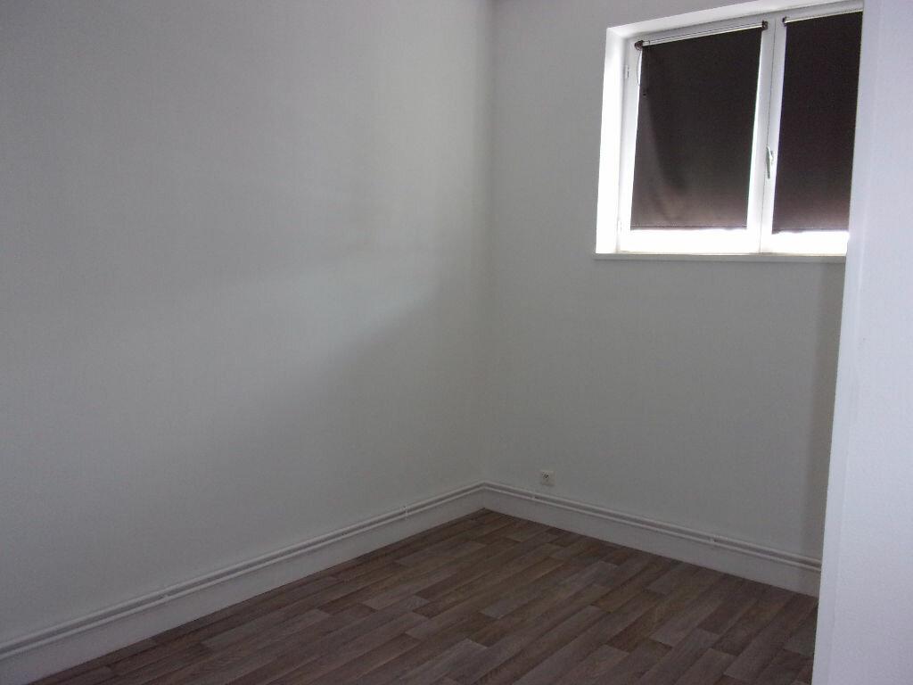 Location Appartement 3 pièces à Saint-Quentin - vignette-4