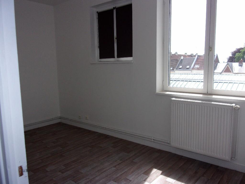 Location Appartement 3 pièces à Saint-Quentin - vignette-6