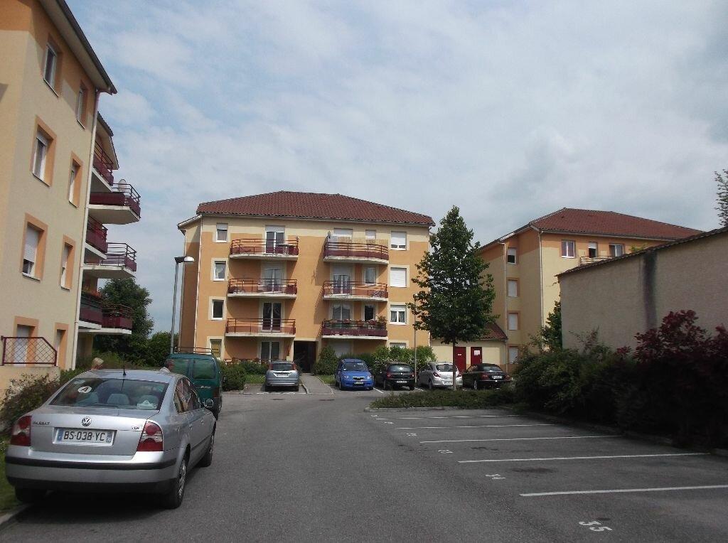 Location Appartement 2 pièces à Les Abrets - vignette-1