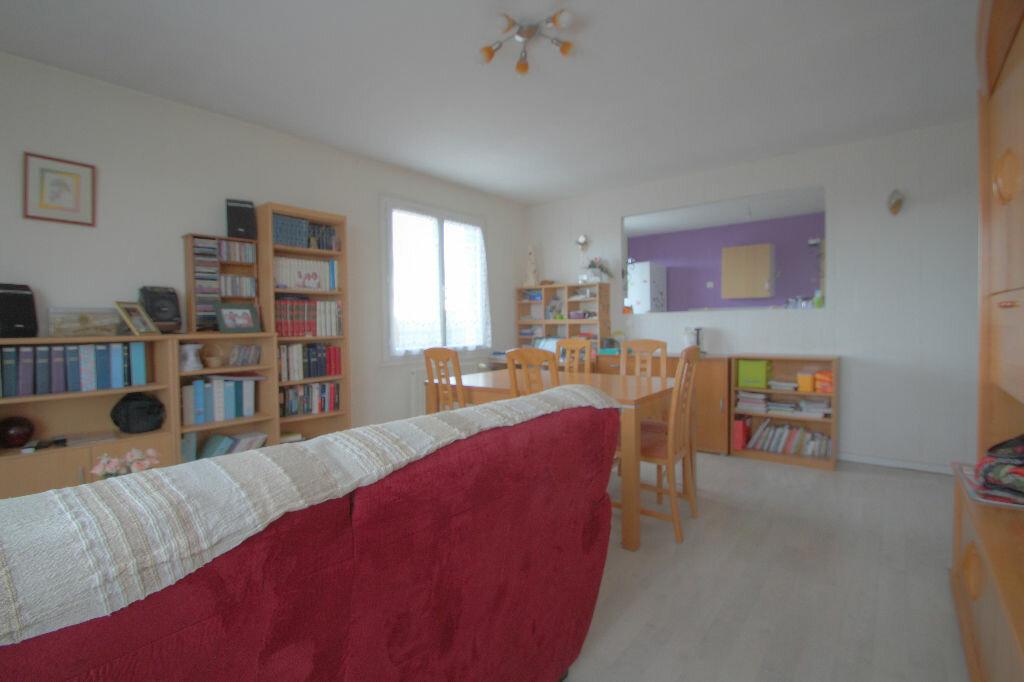 Achat Appartement 4 pièces à La Chapelle-Saint-Mesmin - vignette-2