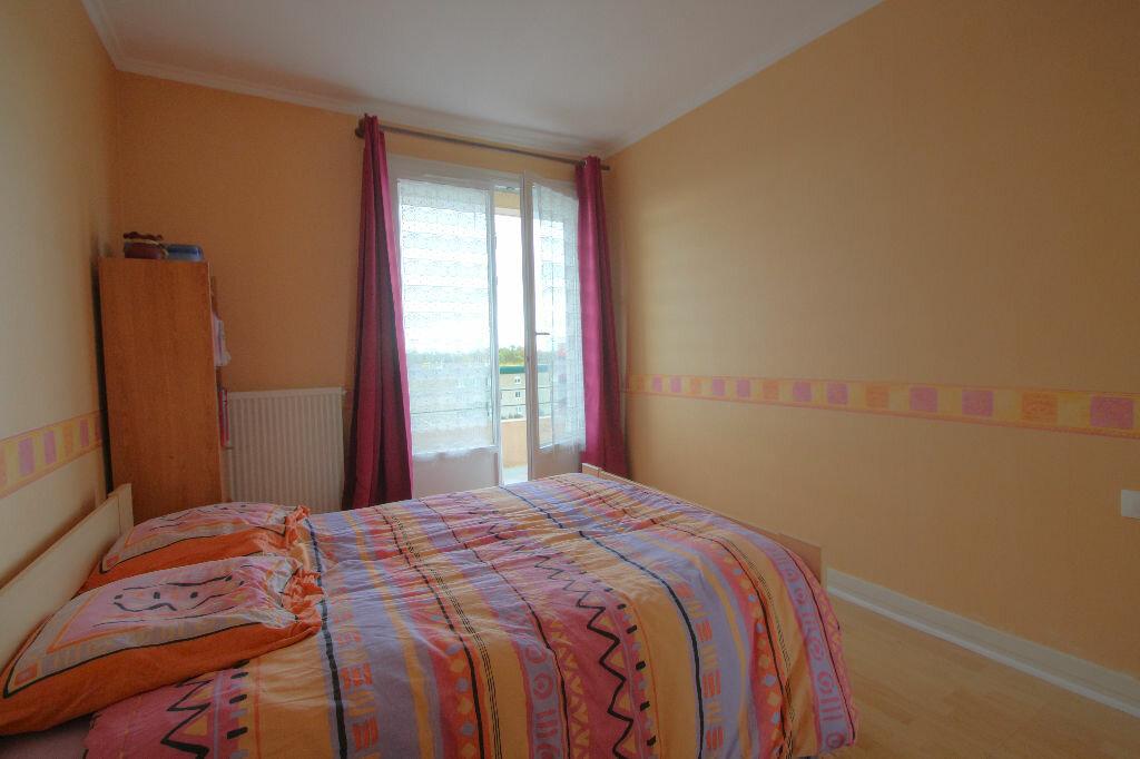 Achat Appartement 4 pièces à La Chapelle-Saint-Mesmin - vignette-3