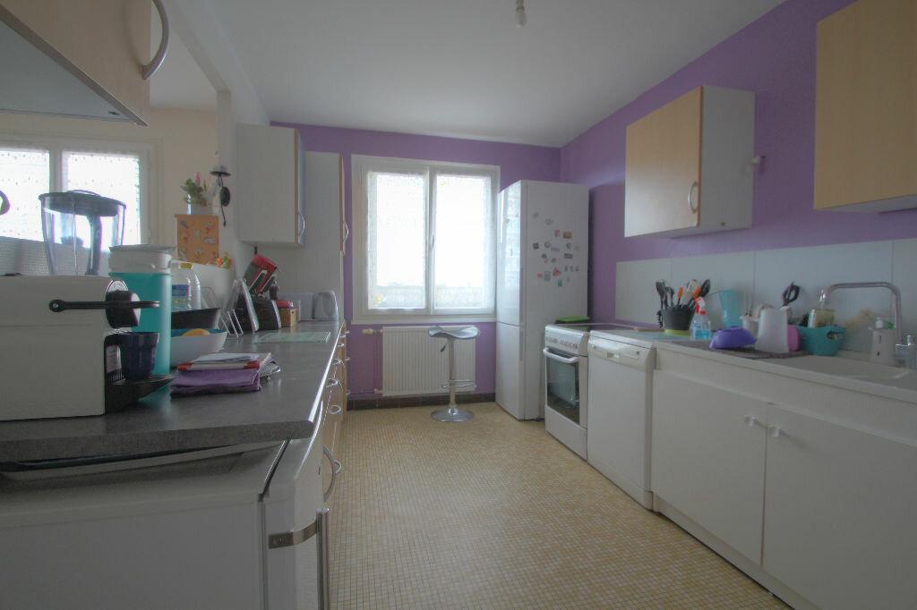 Achat Appartement 4 pièces à La Chapelle-Saint-Mesmin - vignette-4