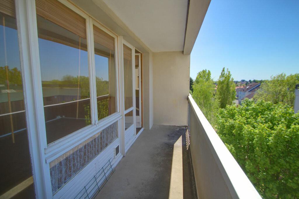 Achat Appartement 3 pièces à Saint-Jean-de-la-Ruelle - vignette-1