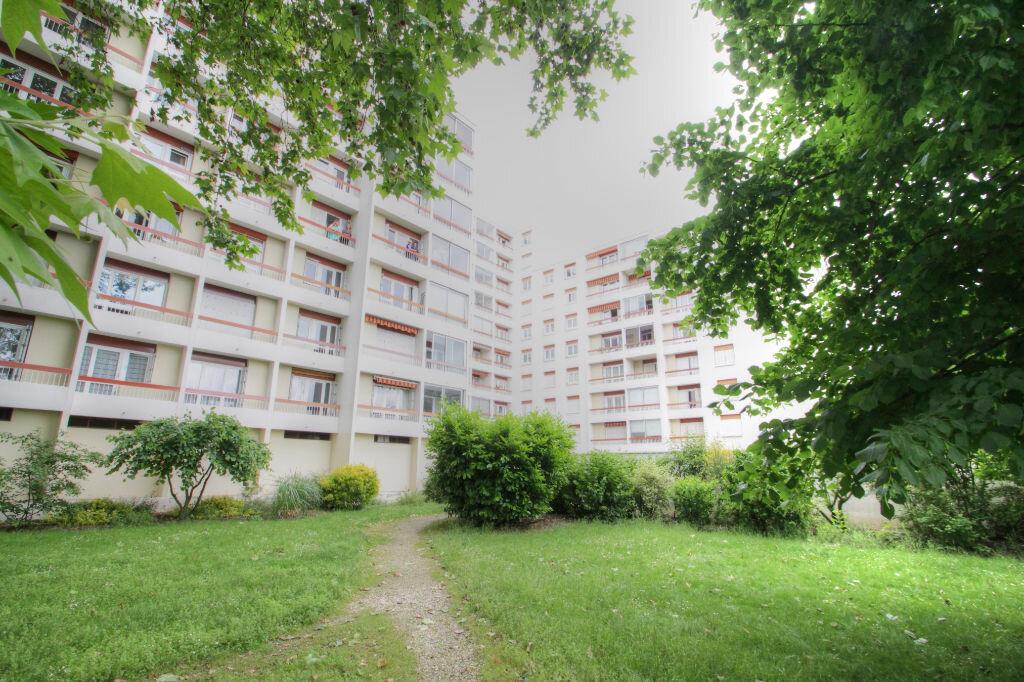 Achat Appartement 5 pièces à Fleury-les-Aubrais - vignette-1