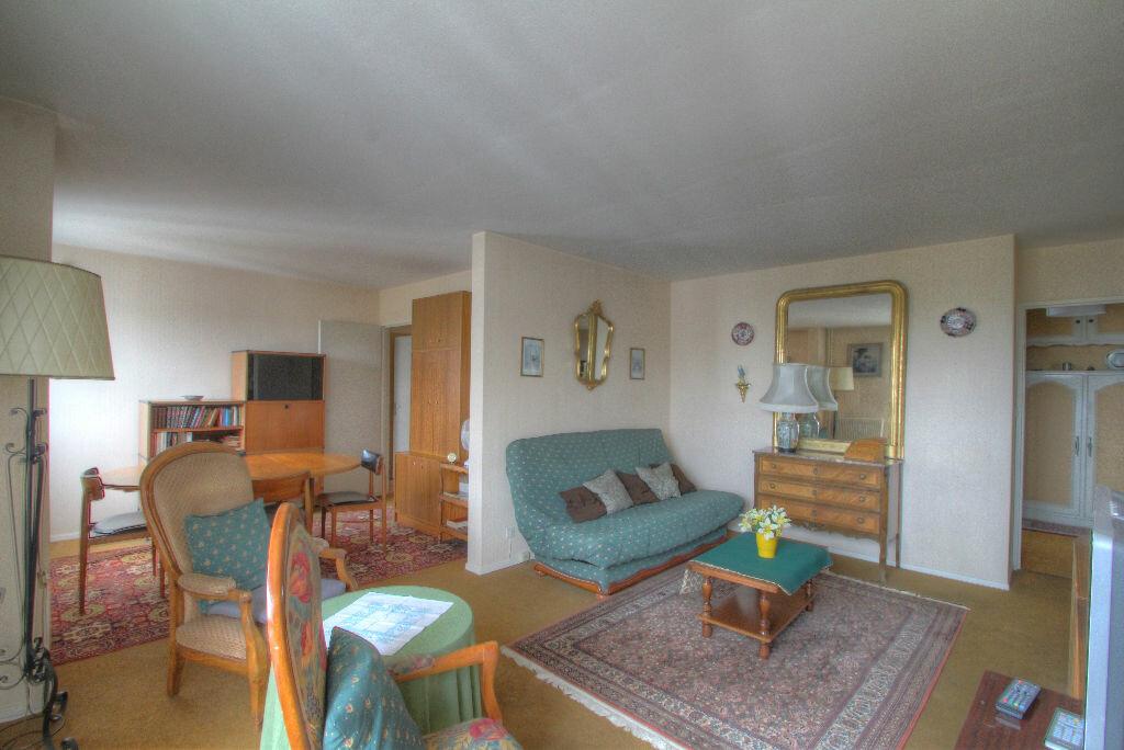 Achat Appartement 5 pièces à Fleury-les-Aubrais - vignette-2