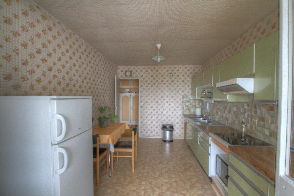 Achat Appartement 5 pièces à Fleury-les-Aubrais - vignette-3