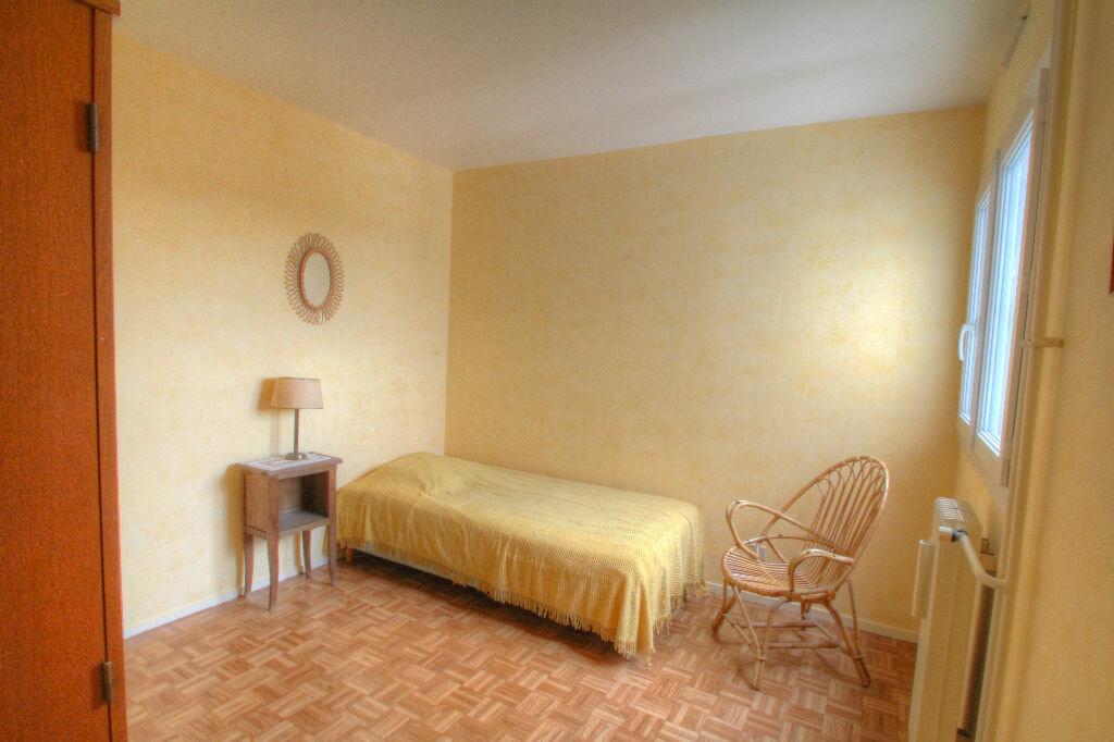 Achat Appartement 5 pièces à Fleury-les-Aubrais - vignette-6