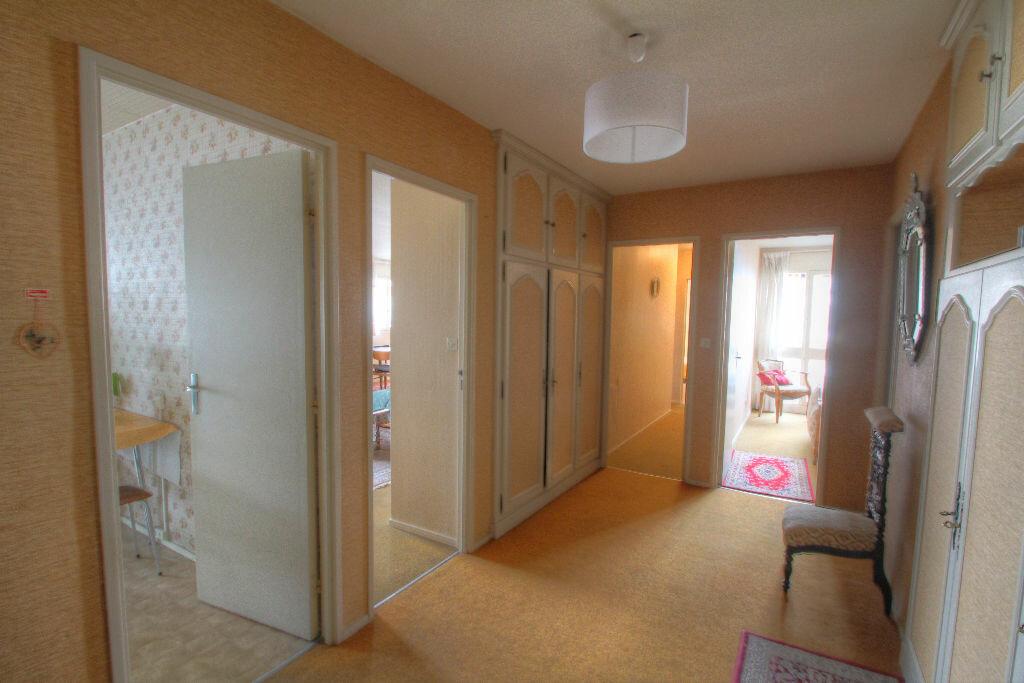 Achat Appartement 5 pièces à Fleury-les-Aubrais - vignette-7