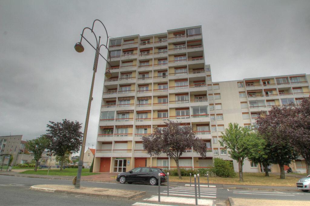 Achat Appartement 5 pièces à Fleury-les-Aubrais - vignette-8