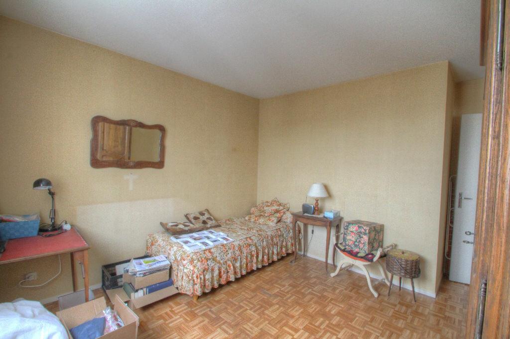 Achat Appartement 5 pièces à Fleury-les-Aubrais - vignette-9