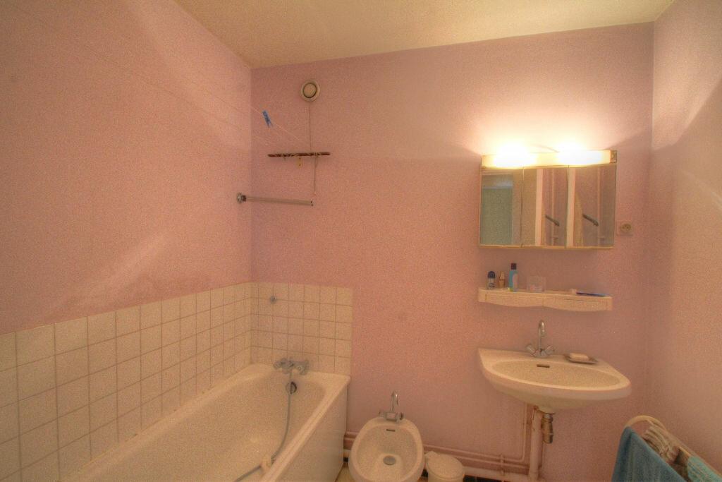 Achat Appartement 5 pièces à Fleury-les-Aubrais - vignette-11
