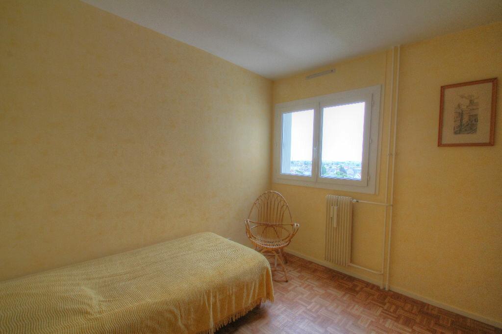 Achat Appartement 5 pièces à Fleury-les-Aubrais - vignette-12