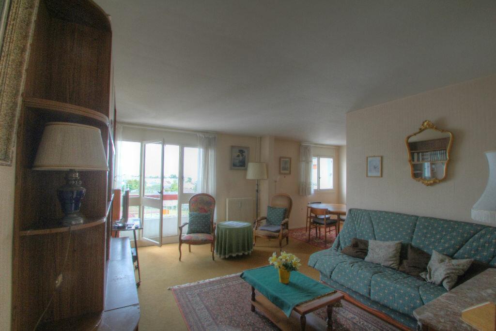 Achat Appartement 5 pièces à Fleury-les-Aubrais - vignette-14