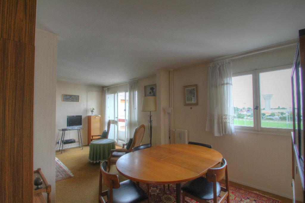 Achat Appartement 5 pièces à Fleury-les-Aubrais - vignette-15