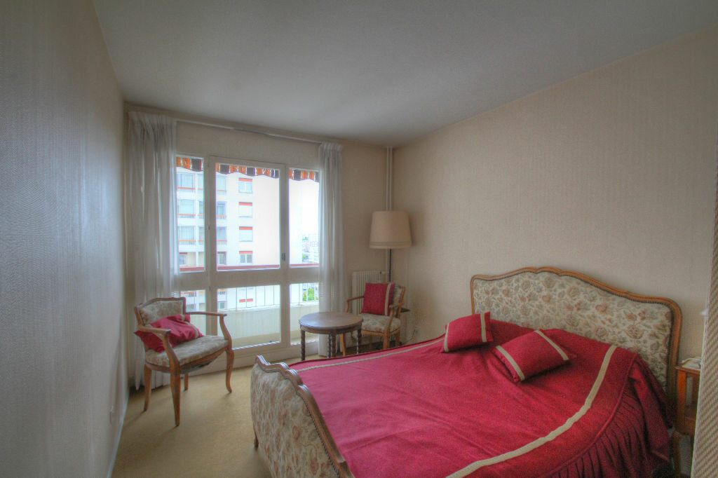 Achat Appartement 5 pièces à Fleury-les-Aubrais - vignette-16
