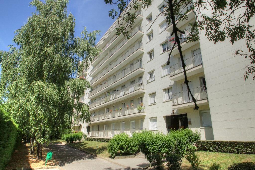 Achat Appartement 3 pièces à Fleury-les-Aubrais - vignette-1