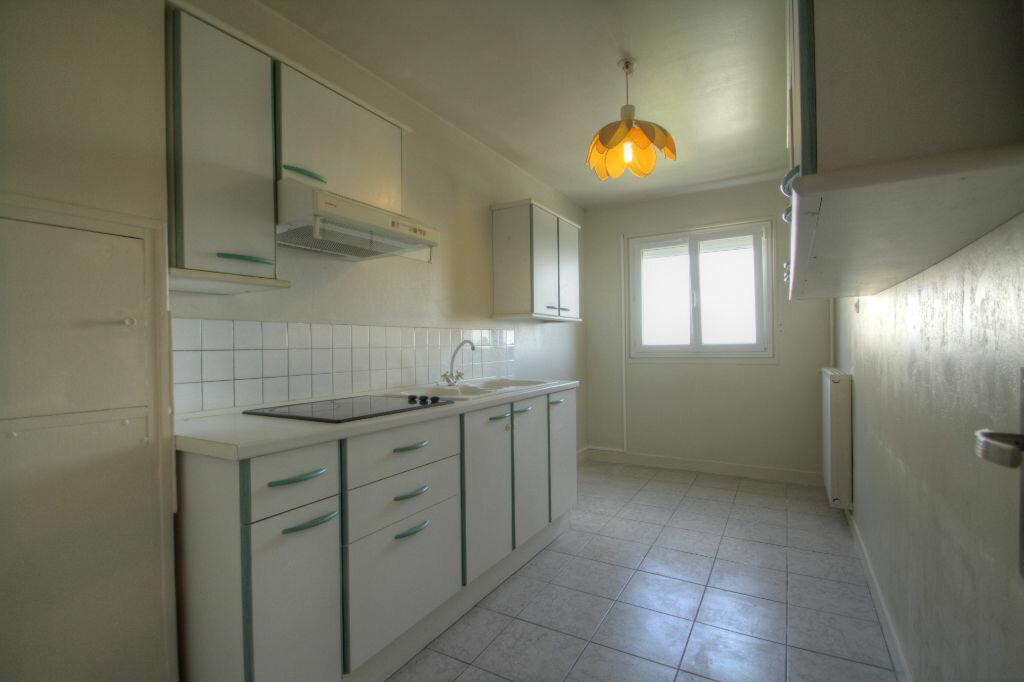 Achat Appartement 3 pièces à Fleury-les-Aubrais - vignette-3