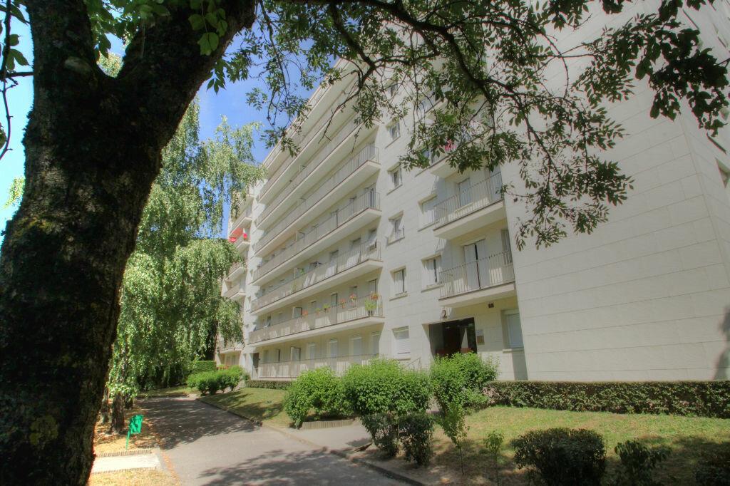 Achat Appartement 3 pièces à Fleury-les-Aubrais - vignette-8