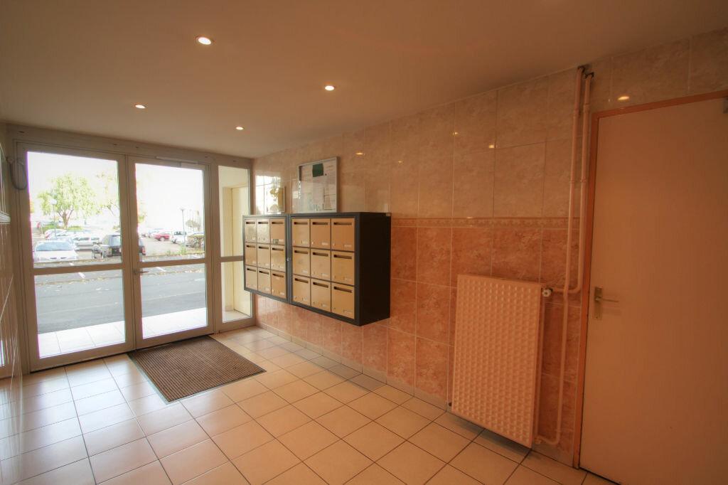 Achat Appartement 3 pièces à Fleury-les-Aubrais - vignette-5