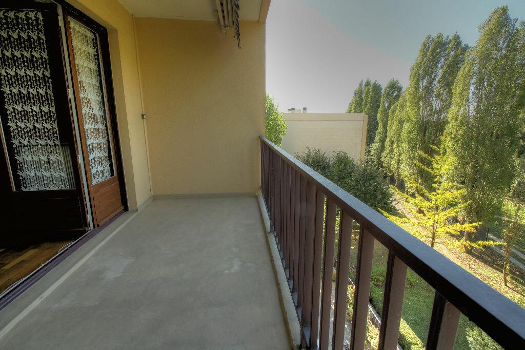 Achat Appartement 3 pièces à La Chapelle-Saint-Mesmin - vignette-2