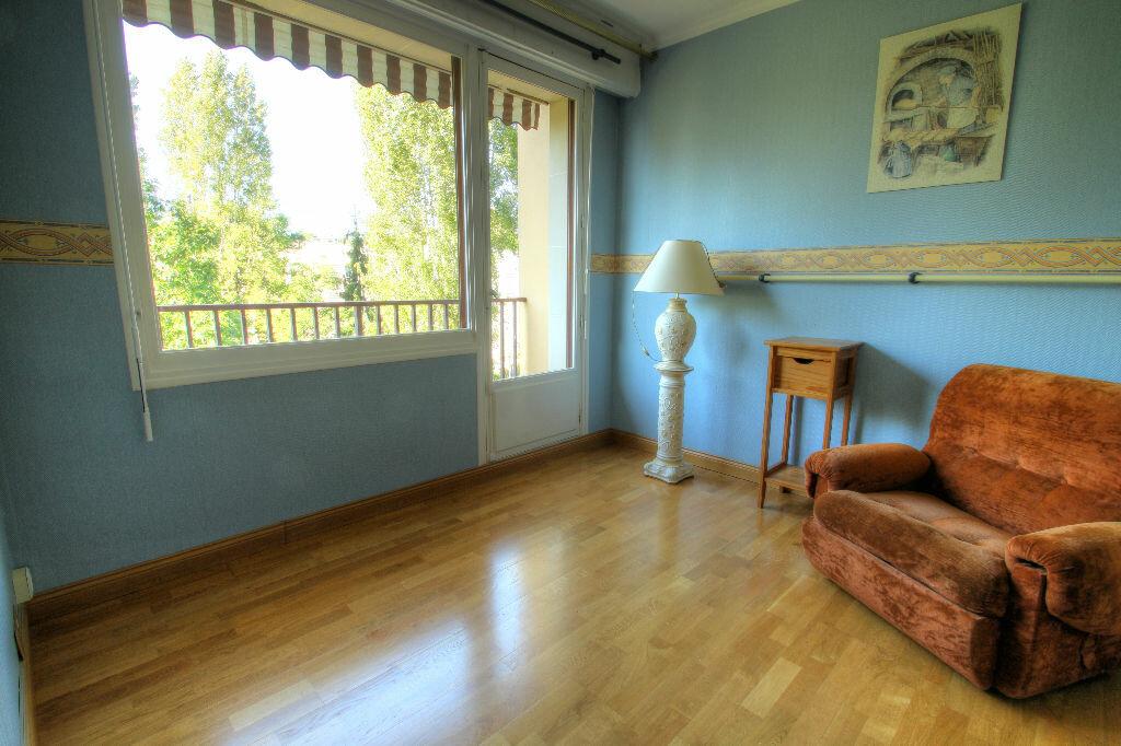 Achat Appartement 3 pièces à La Chapelle-Saint-Mesmin - vignette-3