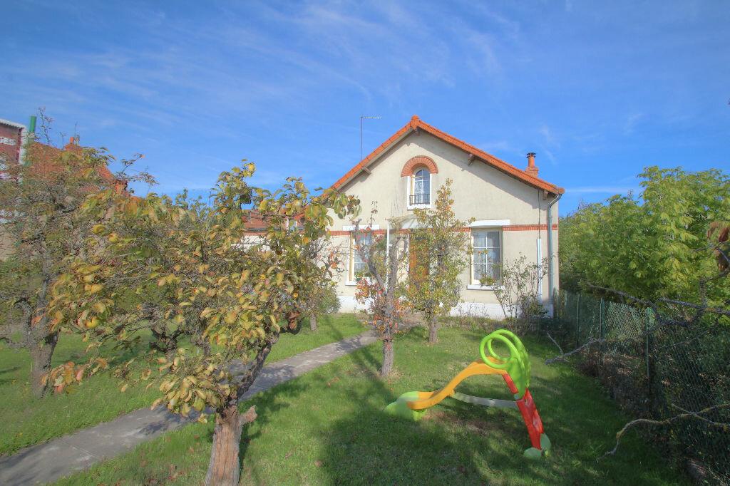 Achat Maison 4 pièces à Fleury-les-Aubrais - vignette-1