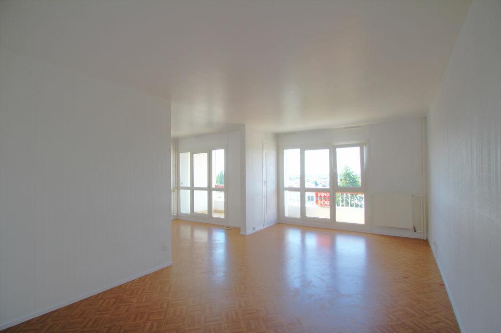 Achat Appartement 4 pièces à Fleury-les-Aubrais - vignette-1