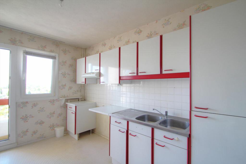 Achat Appartement 4 pièces à Fleury-les-Aubrais - vignette-2