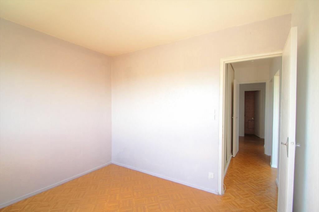 Achat Appartement 4 pièces à Fleury-les-Aubrais - vignette-4